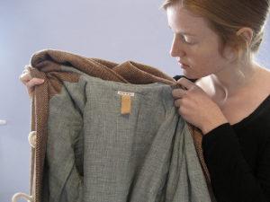 Как почистить пальто дома