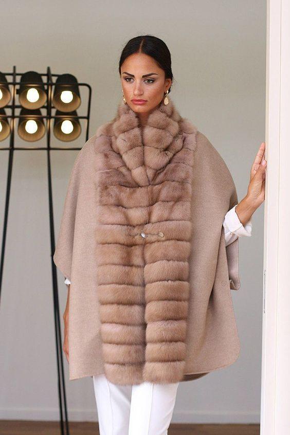Пальто на меховой подстежке из соболя