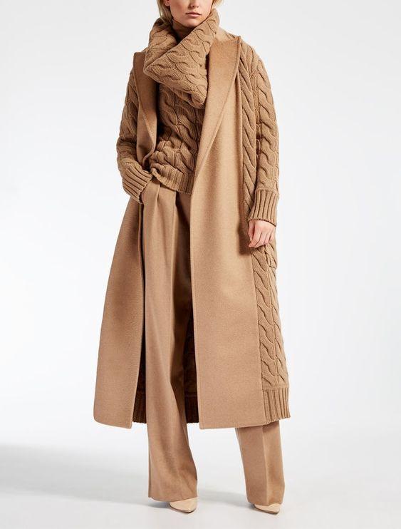 Женское пальто с вязаными руковами