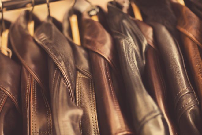 Как ухаживать за кожаным пальто