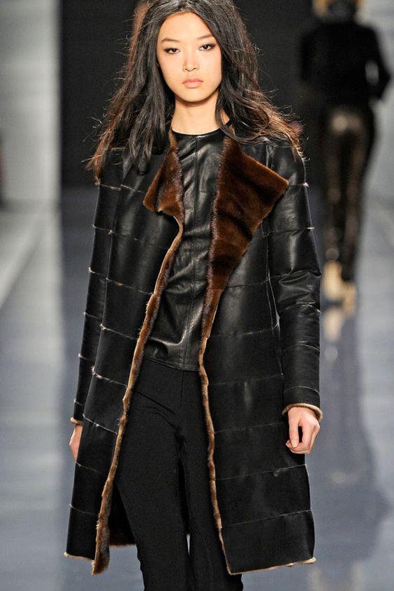 Кожаное женское пальто с норкой